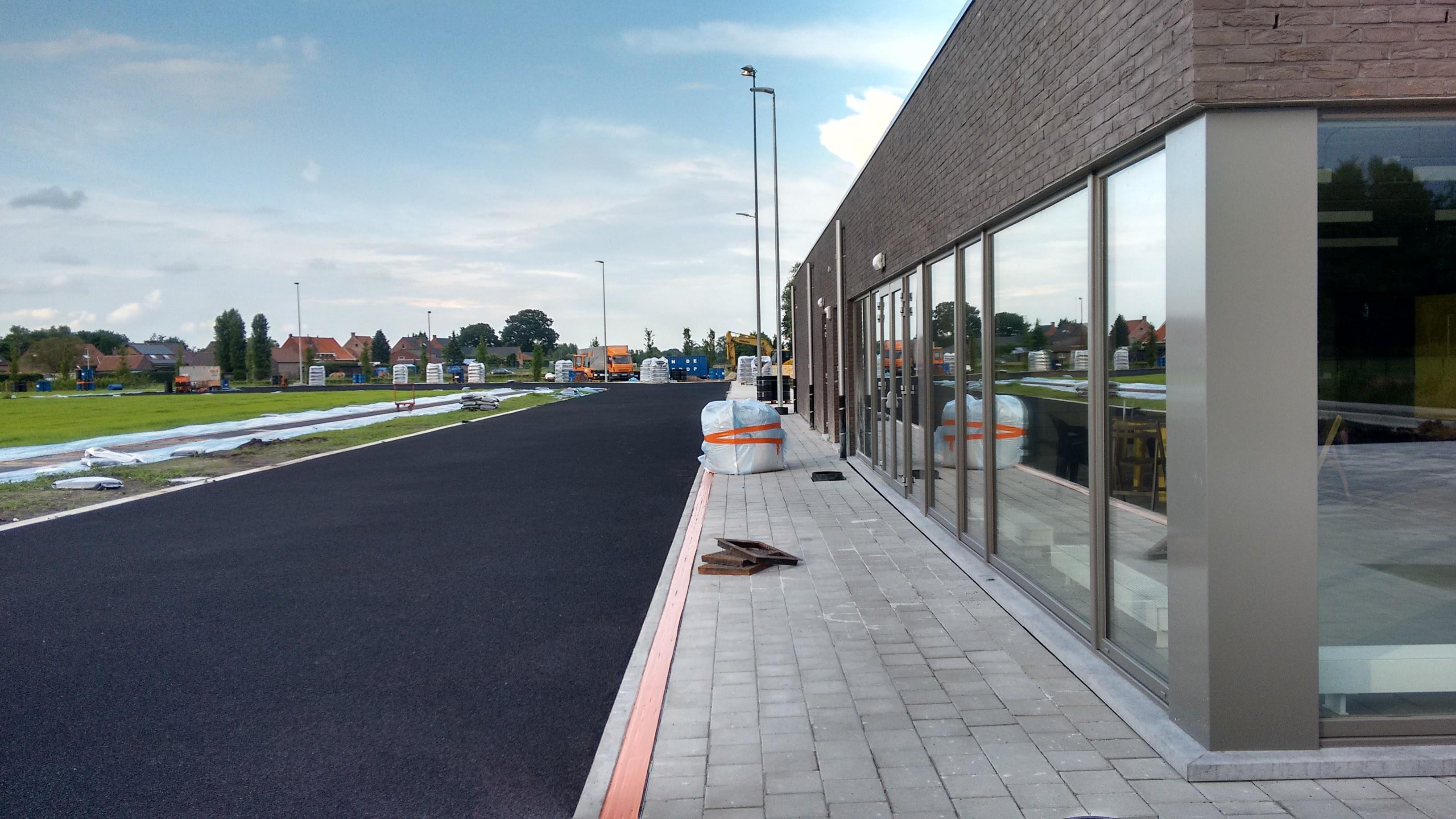 Zicht langs het nieuwe clublokaal.